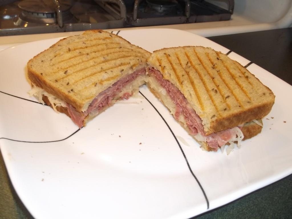 Reuben sandwich-dscf2646.jpg